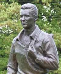statuesmall.jpg